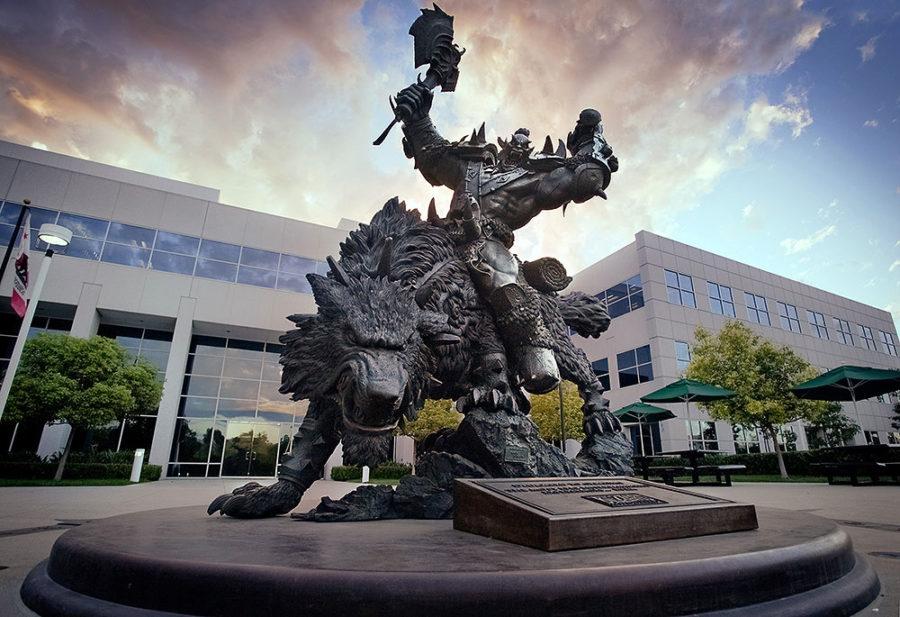 Os valores da empresa entalhados no monumento de boas-vindas da sede da Blizzard, na California, pouco representam o que tem sido pregado em sua cultura corporativa.